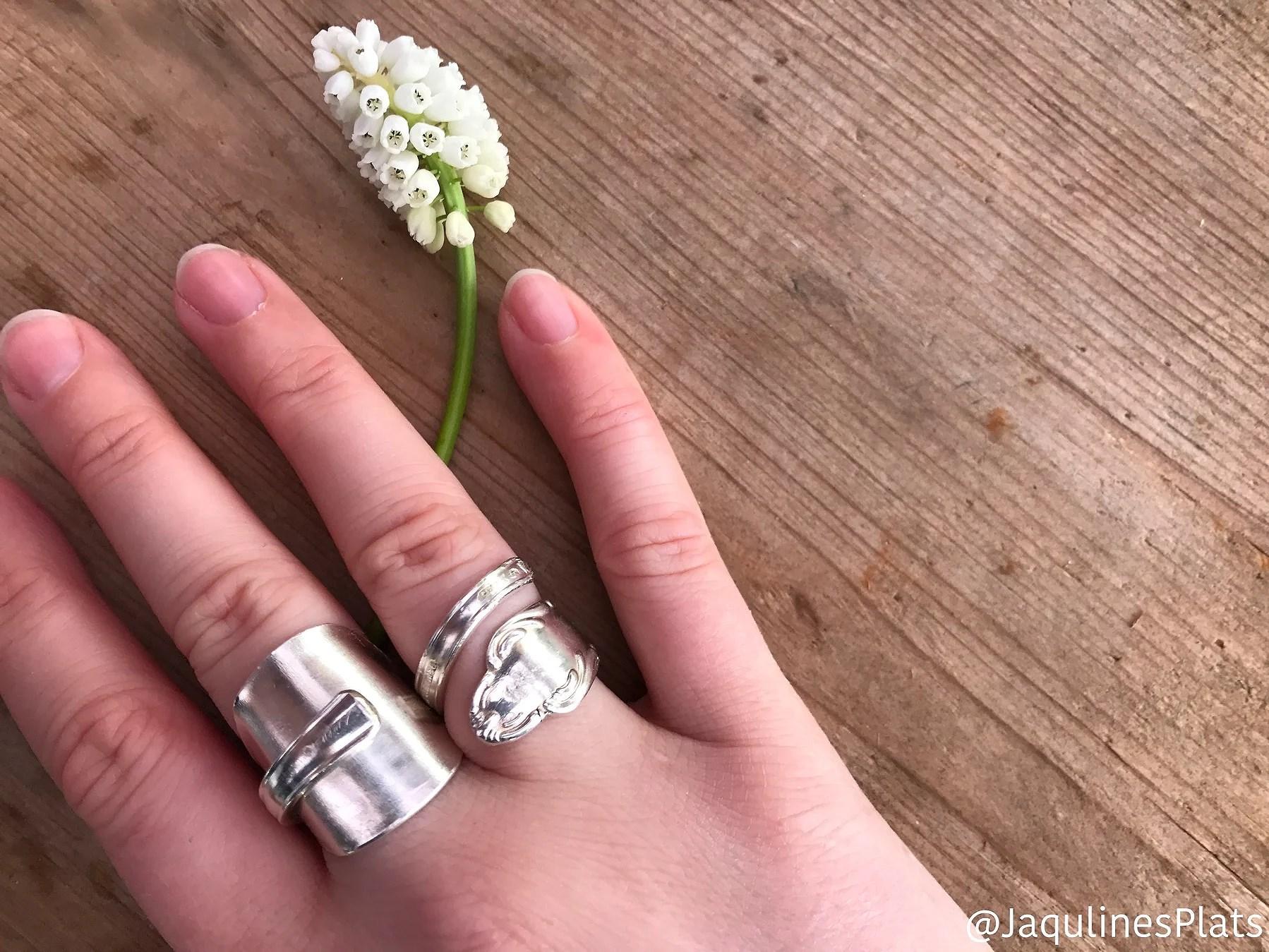 Ringar av silverskedar