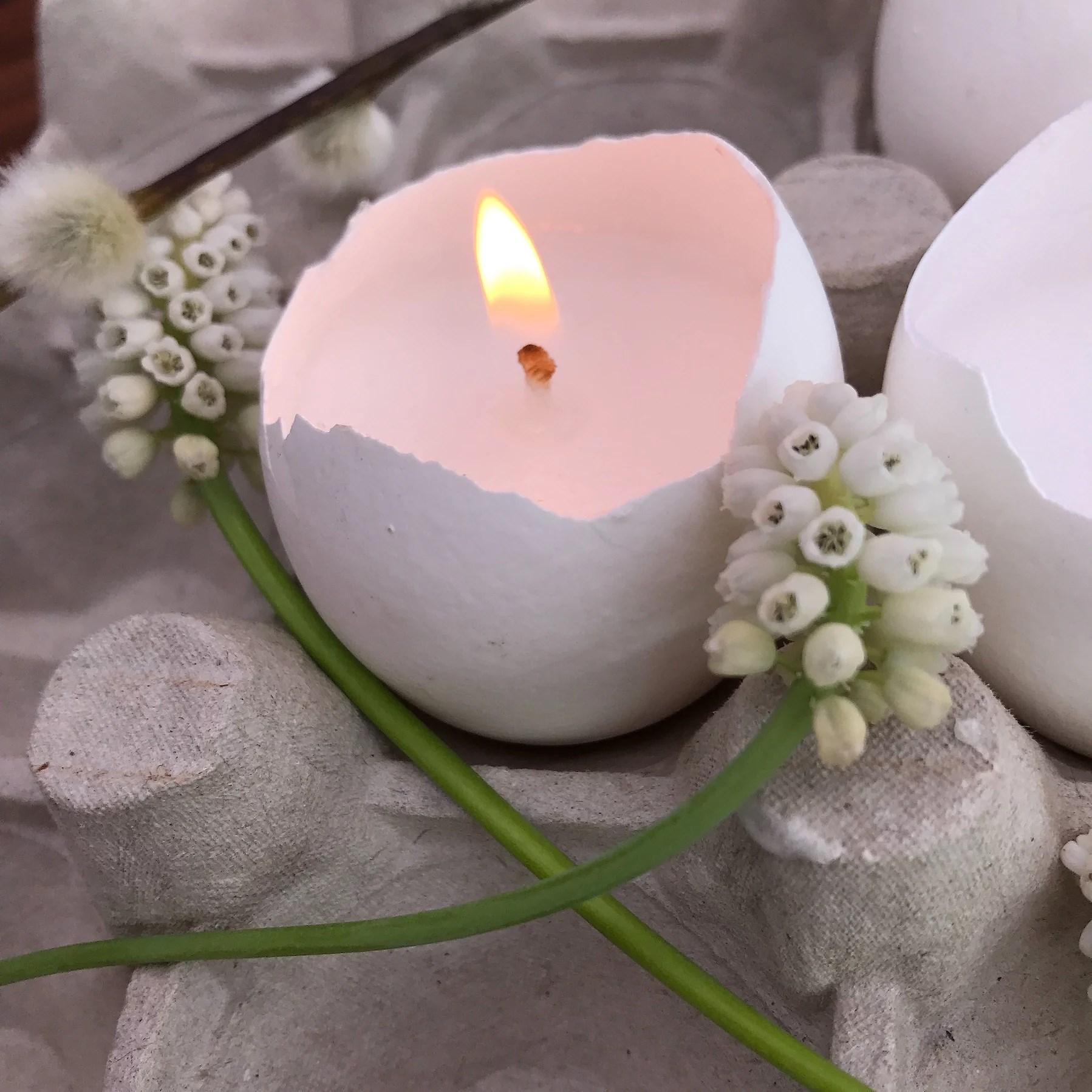 Påskdekoration med äggskal. Gör dina egna påskdekorationer. Påskpyssel. Pyssla med äggskal till påsk. Gå bort-present i påsk. Ljus i äggskal.