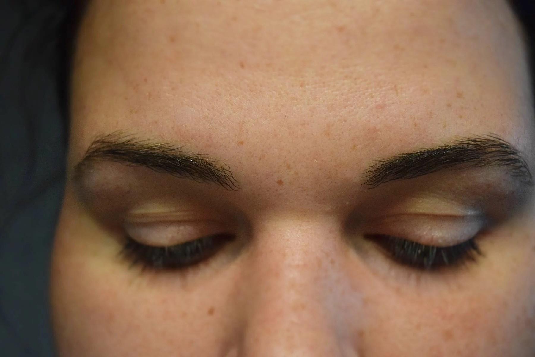 Trådat ögonbrynen