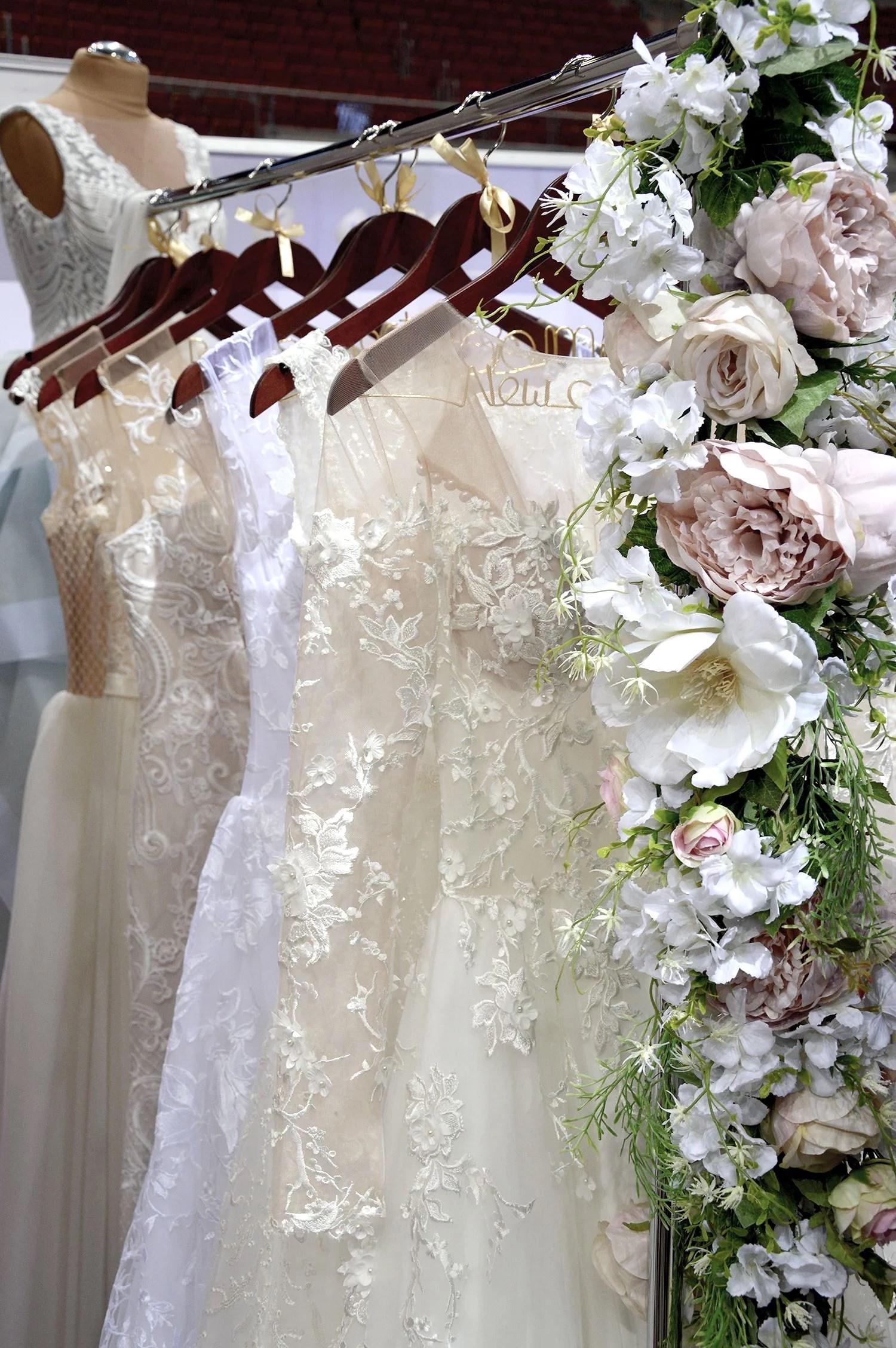 wedding decorations, wedding dresses