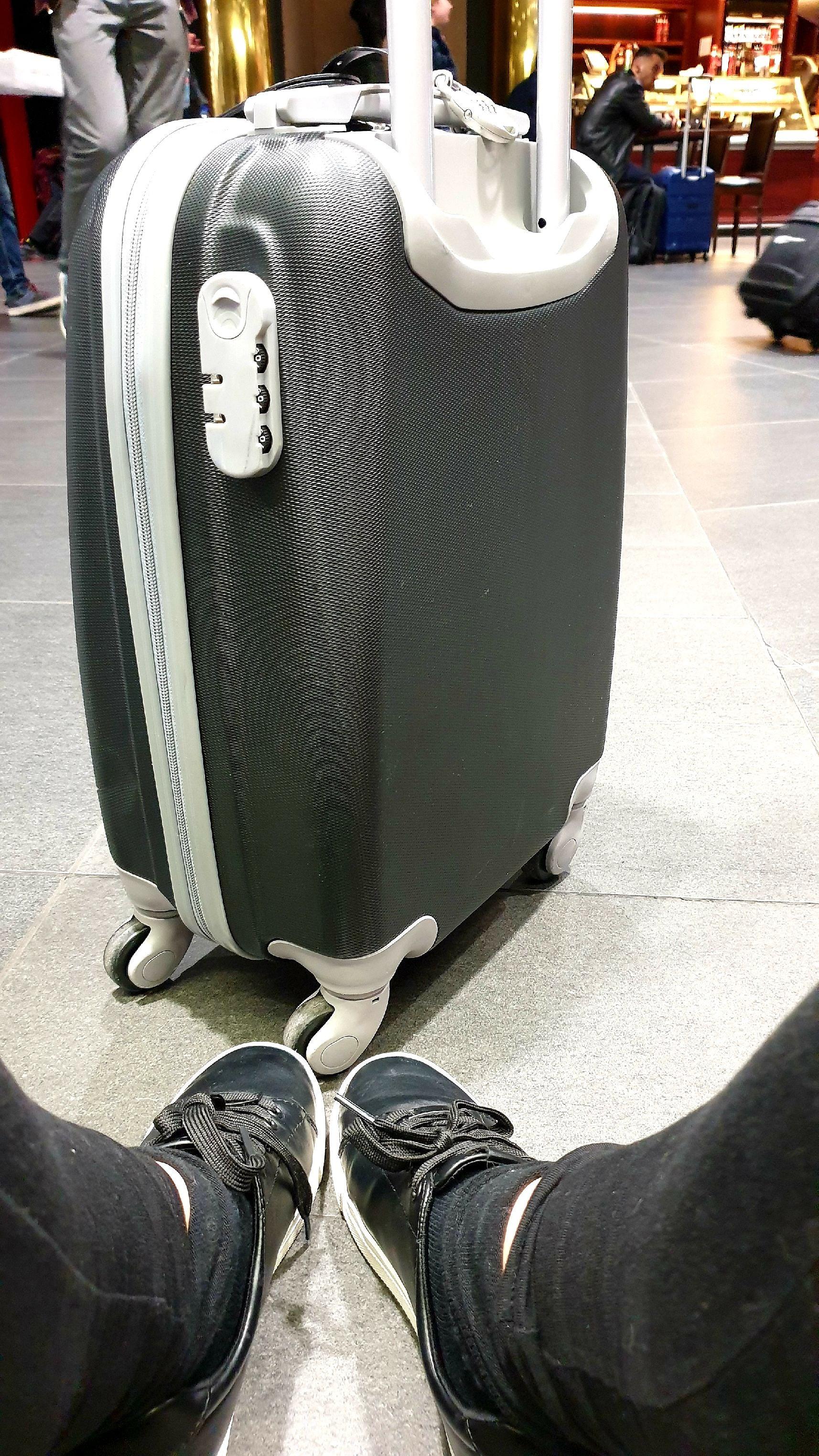 Söndrig väska och väntetider