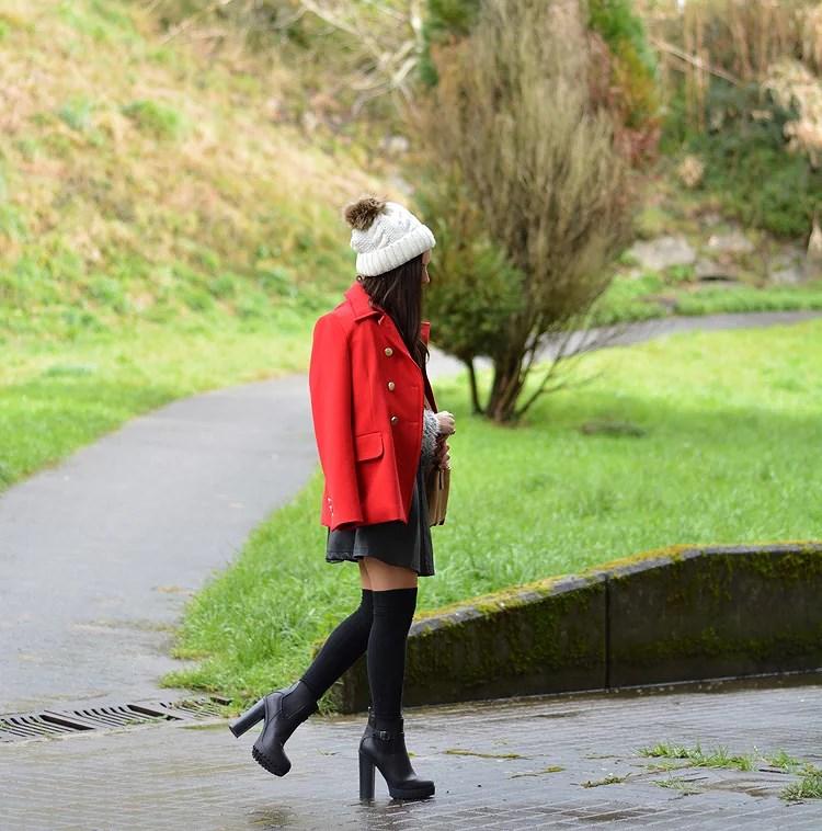 zara_beanie_ootd_red-coat_sheinside_botines_falda-cuero_04