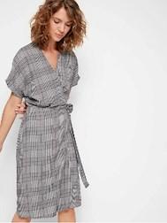 2bc0f519cb7d Utbudet av klänningar som funkar över bulan var mycket större än jag trodde  så detta är bara ett litet smakprov av allt som finns på marknaden.