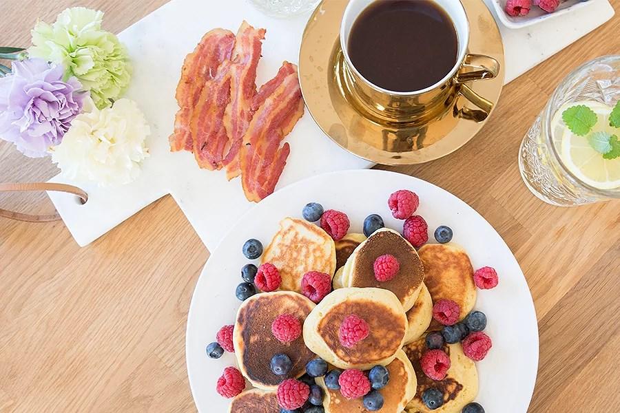 krist.in frokost american pancakes amerikanske pannekaker bacon bær