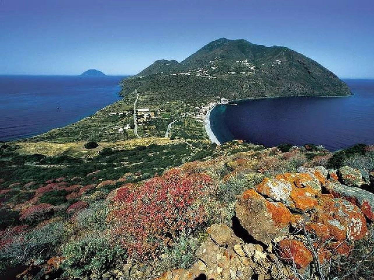 Isole Eolie in Sicilia, Eolie ön i Sicilien