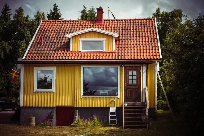 Vårt lilla gula hus på landet.