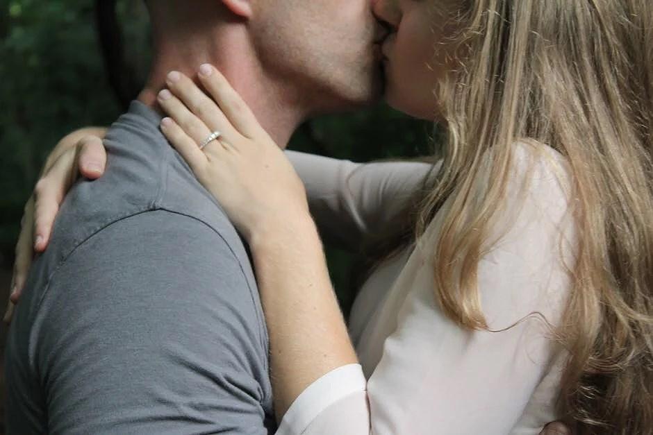 berättelser om påtvingad analsex
