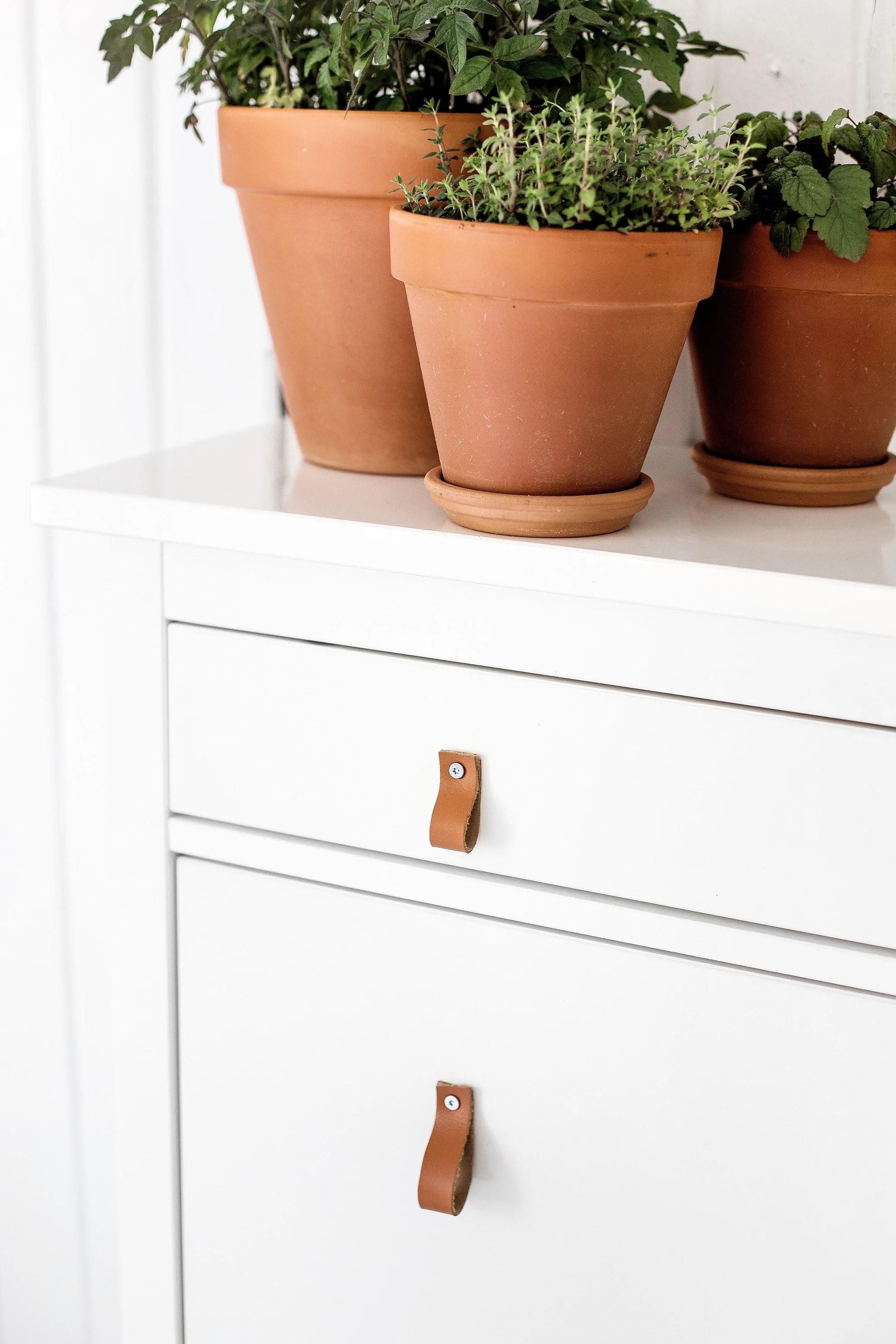 DIY - THE LEATHER KNOB