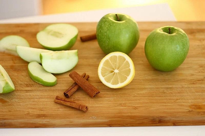 Homemade vanilla applesauce