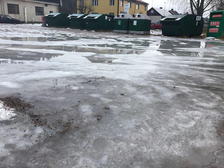 Tierps kommuns sopsortering på hal is i Månkarbo