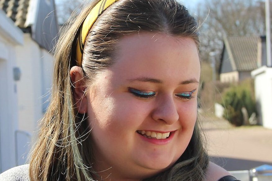 A glitter makeup!