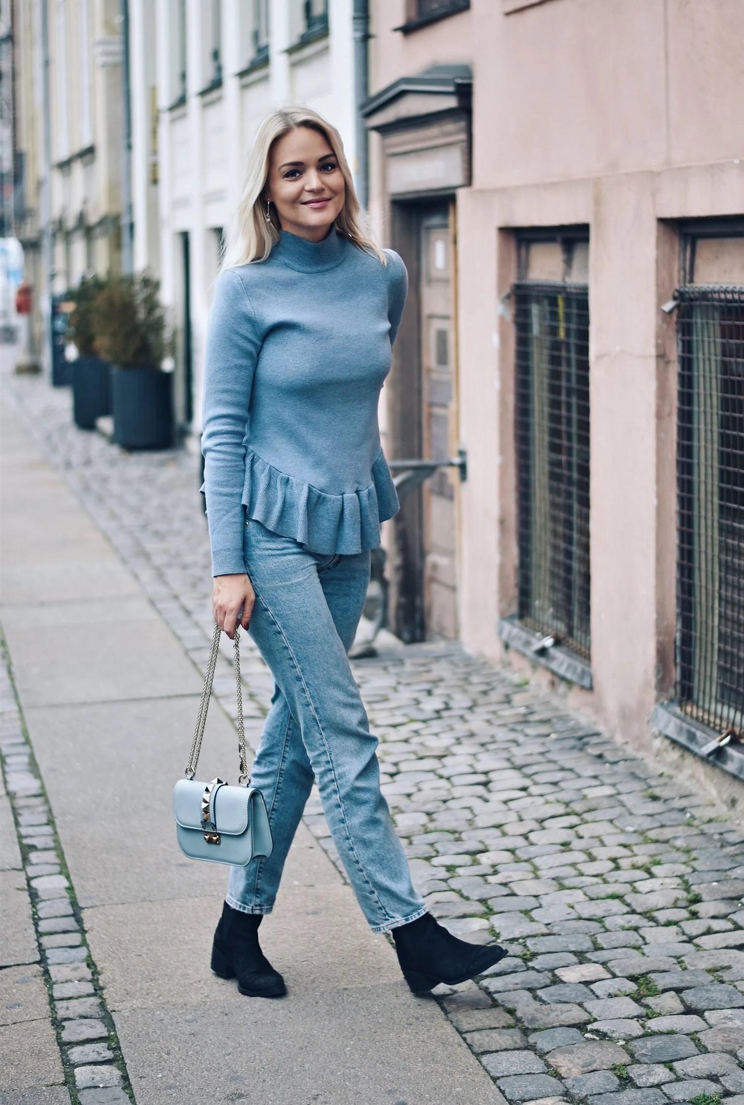 julie-von-lyck-blue