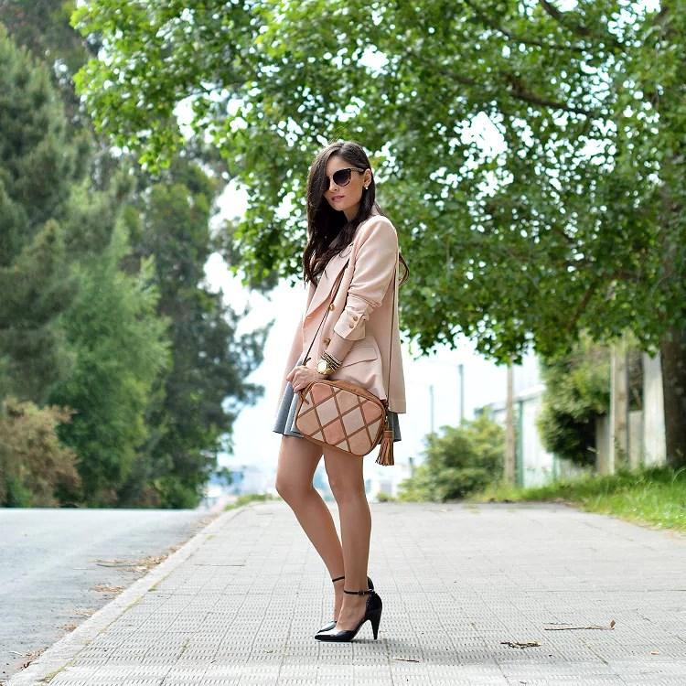 zara_ootd_outfit_front_row_bershka_gris_camiseta_como_combinar_blazer_09