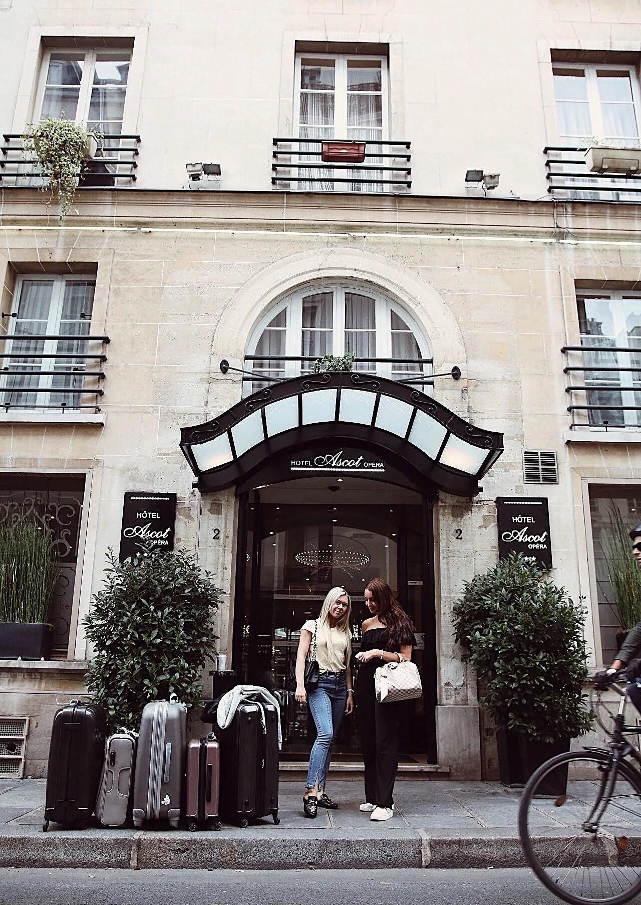 Första kvällen i Paris