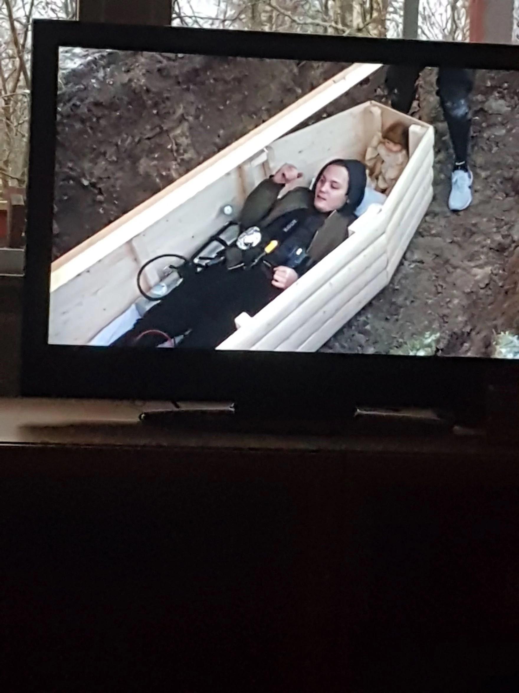 Han blev levande begravd!