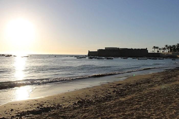 Increíbles puestas del sol, que se puede disfrutar desde la playa.