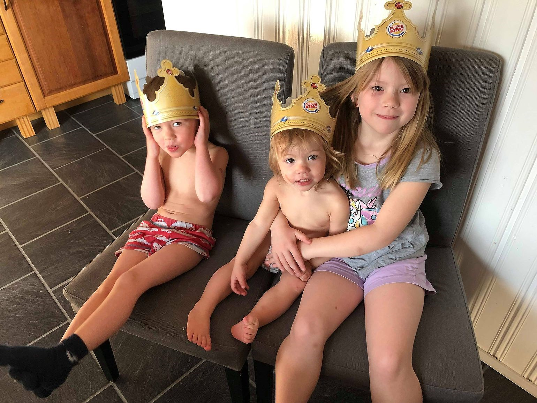 en prins & två prinsessor!