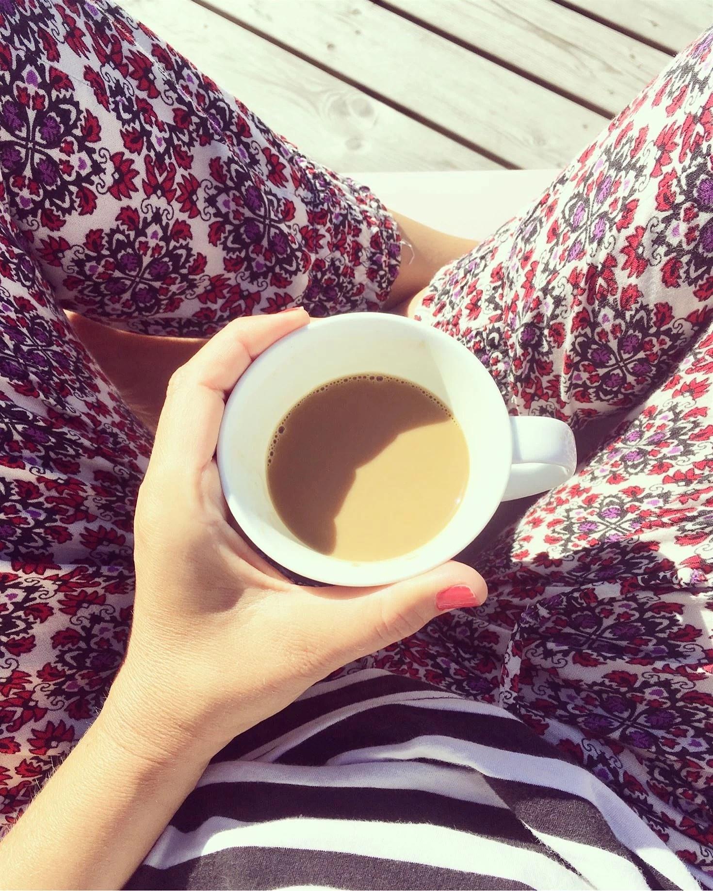 Börjar dagen med kaffe i solstol☕️☀️
