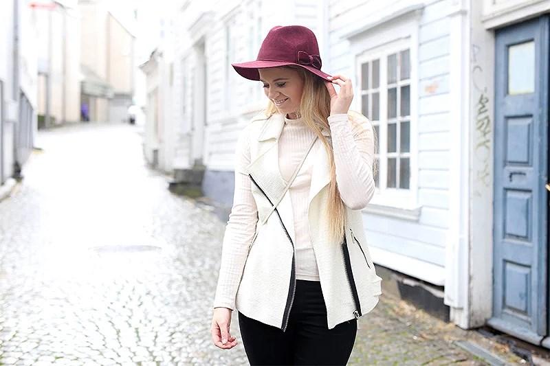 krist.in antrekk style hatt sleeveless vest