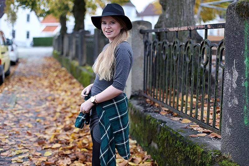 krist.in streetstyle blog jersey dress hat style