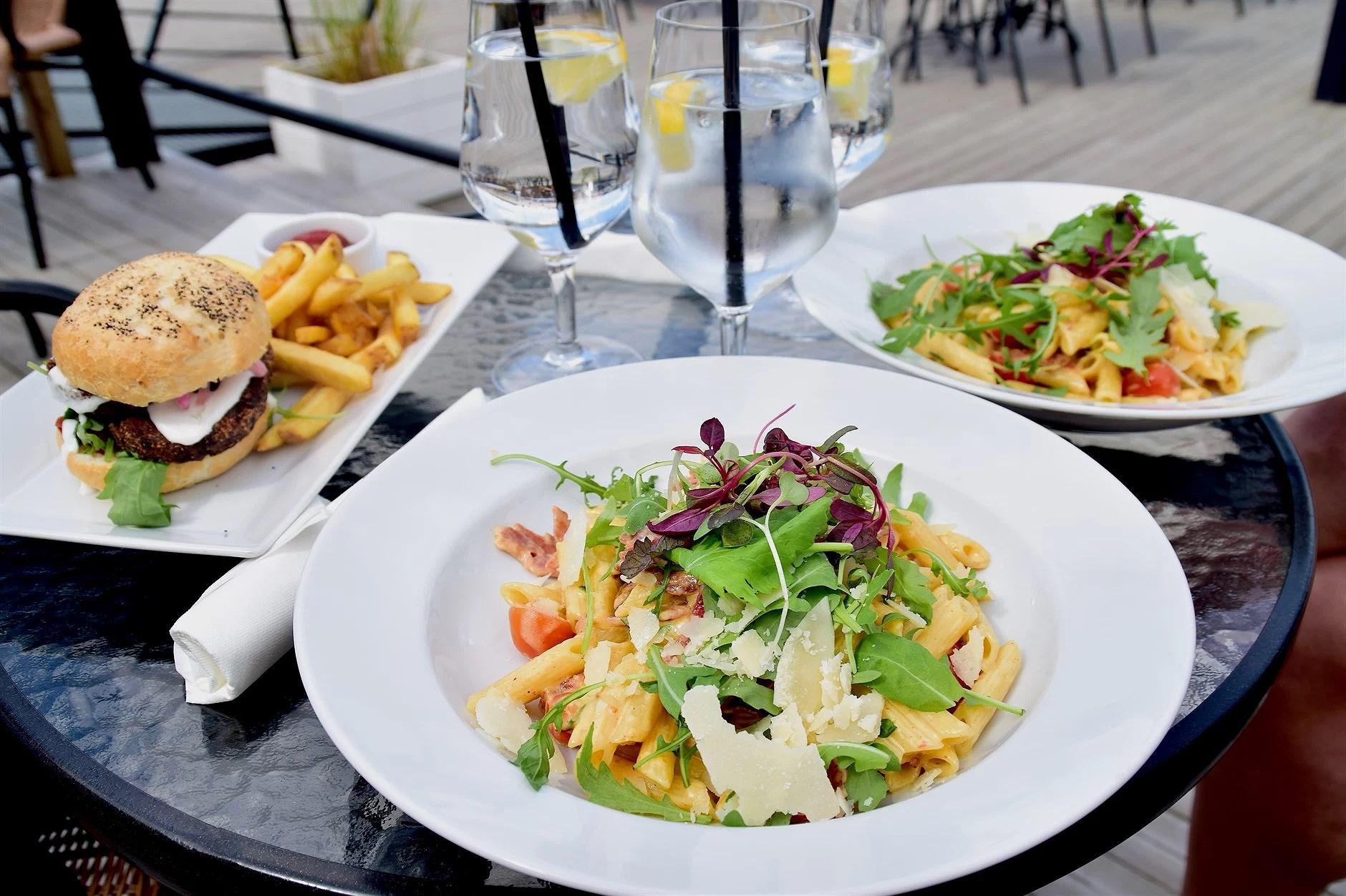 en maffig lunch till havs