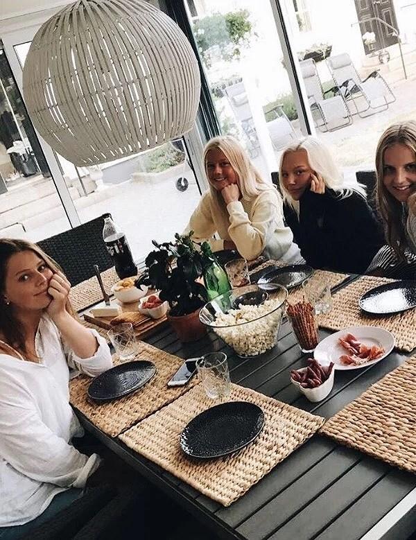 Salami och ostkväll with tha girls