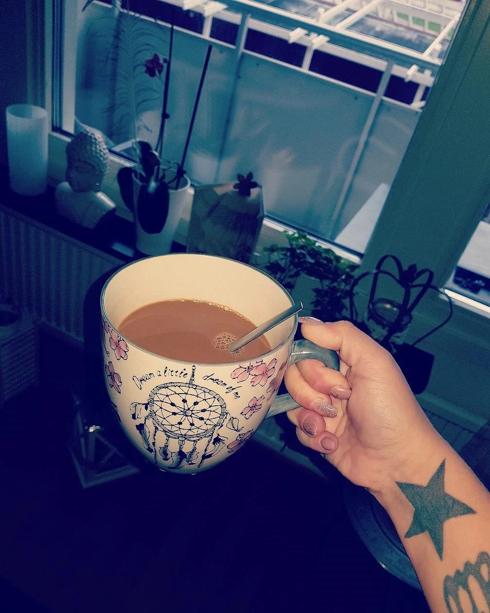 Lördag, kaffe och sociala medier!