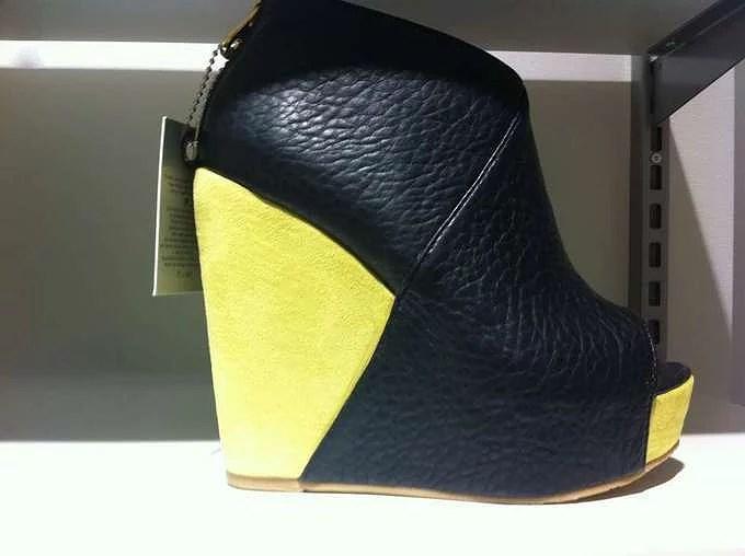Lime | black shoe.