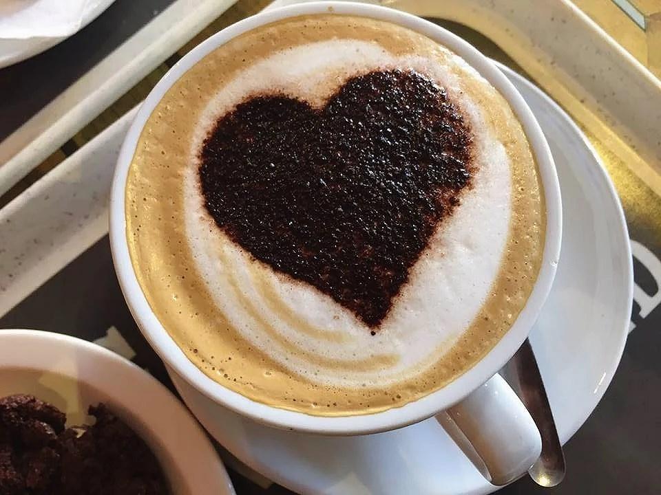 Costa with frida   mathildagranberg
