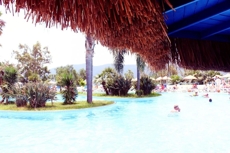 pool bar1