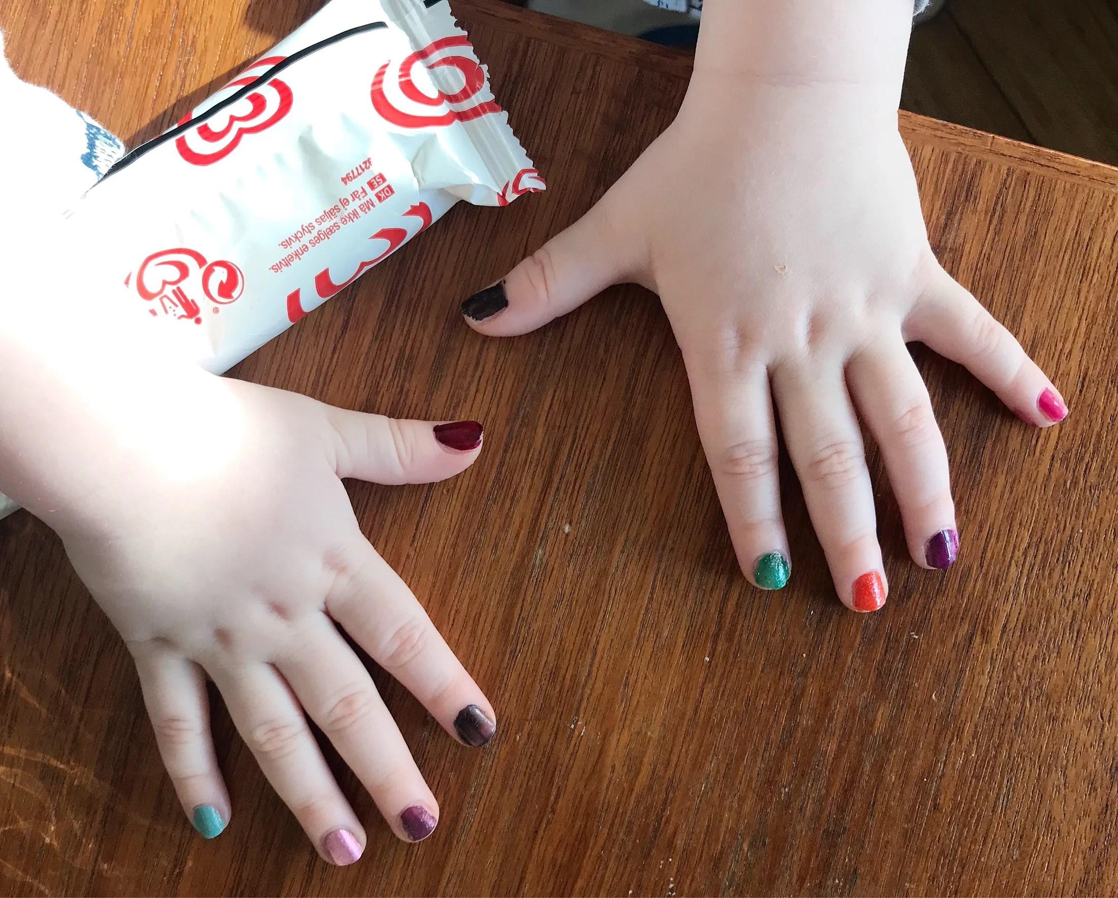 Målat våra naglar!