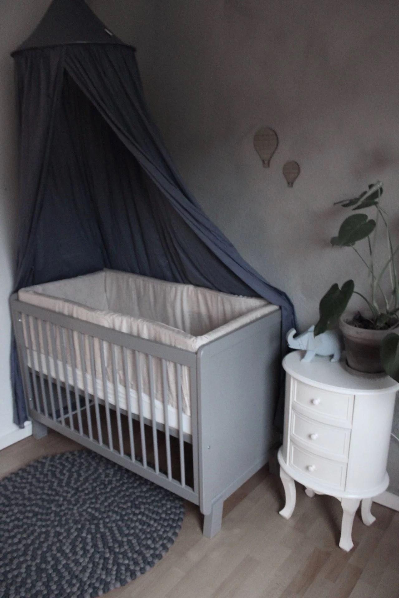 Lillebrors hjørne i soveværelset og en snak om søvn