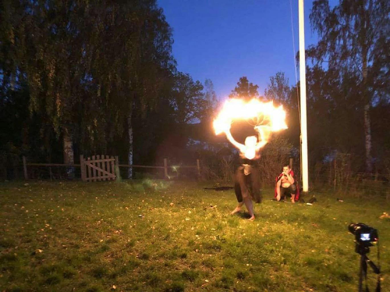 Eldshow på mammas födelsedagsfest // Fireshow at moms birthday party