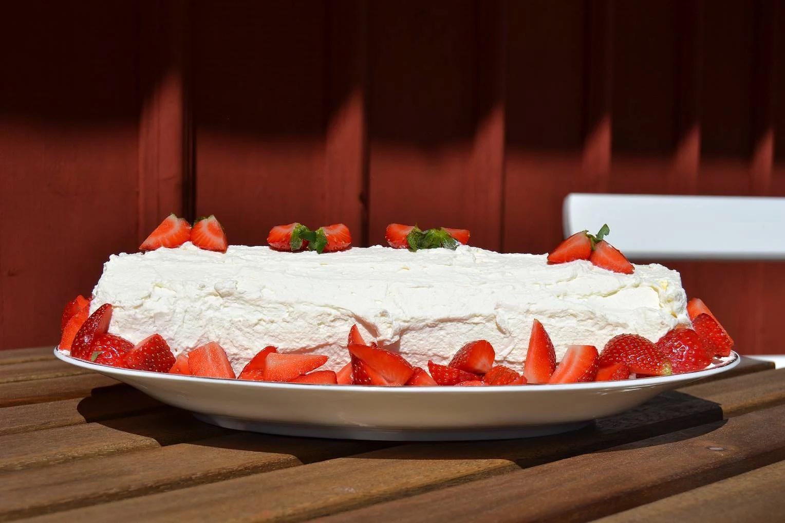 Enklaste jordgubbstårtan