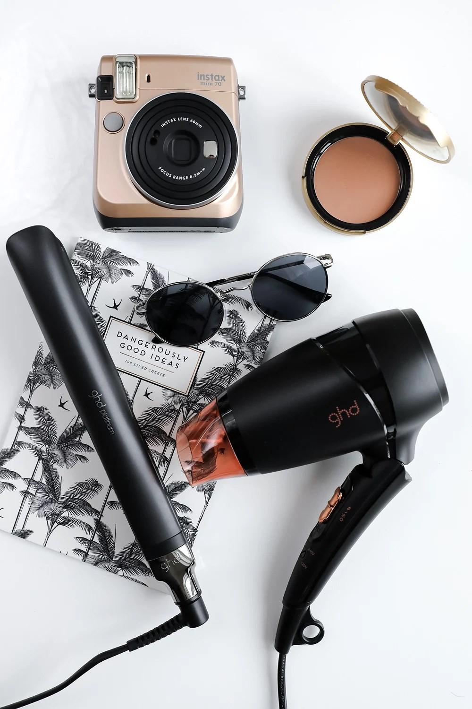 Vind GHD rejsesæt + Mine 'Travel Beauty Essentials'