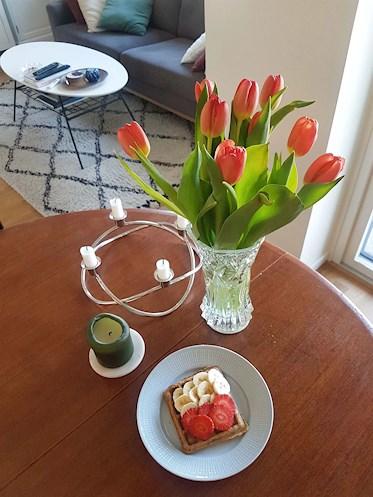 Veganska belgiska våfflor med banan och jordgubb