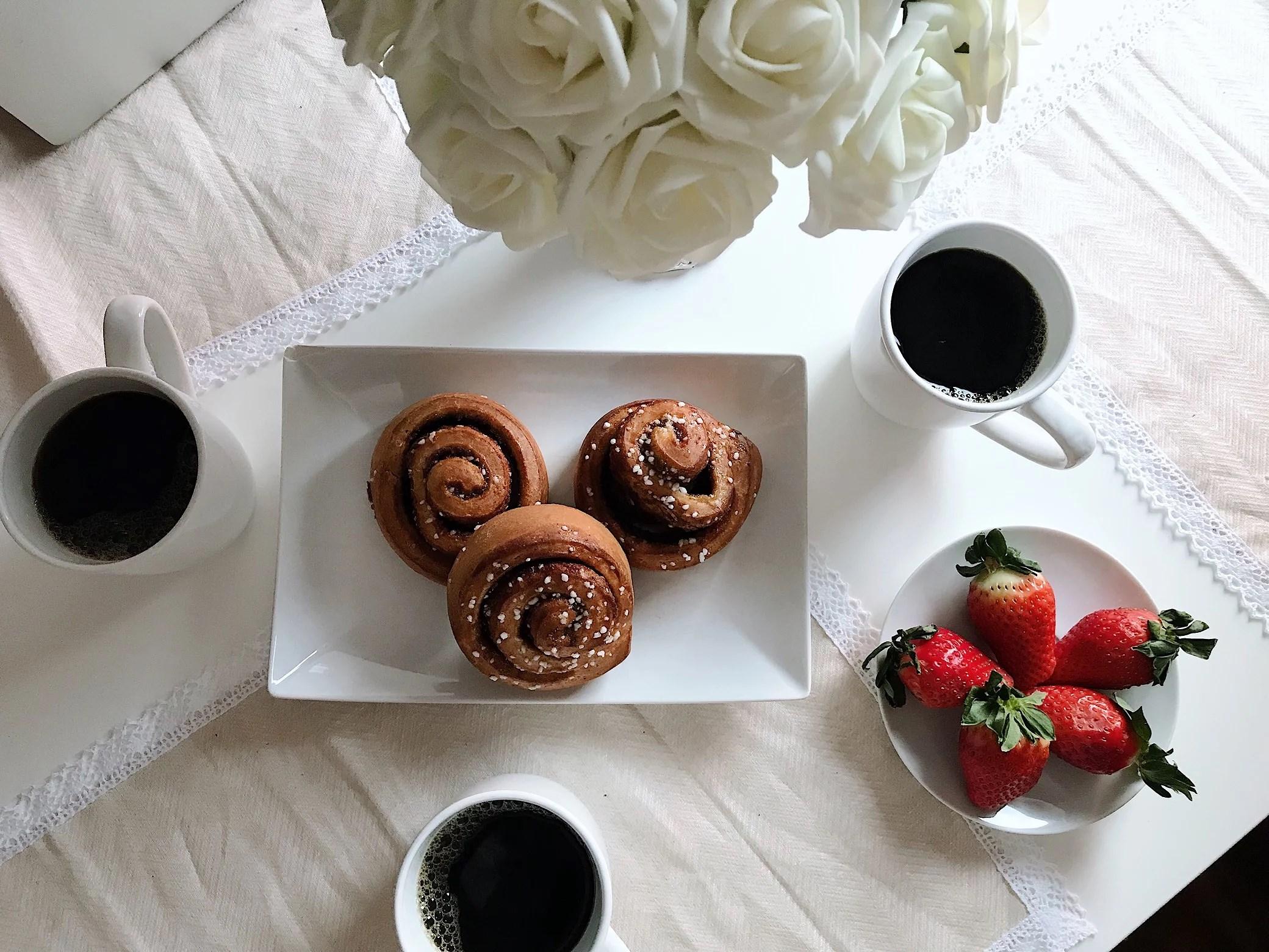 Cinnamon bun & coffee afternoon