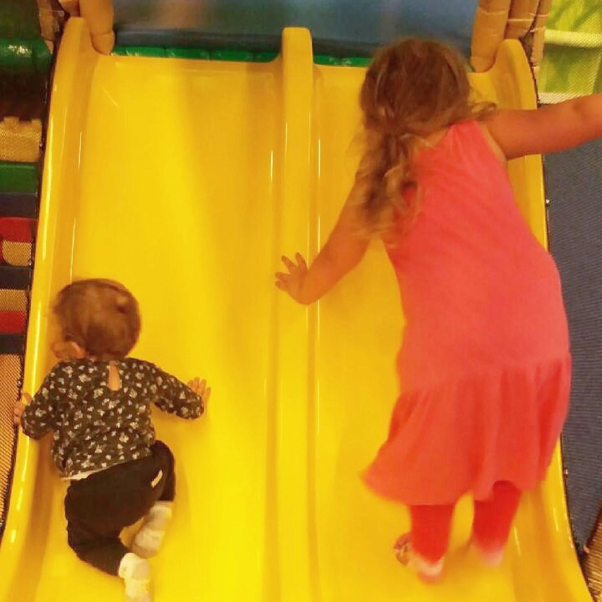 Jag jobbar och barnen leker!