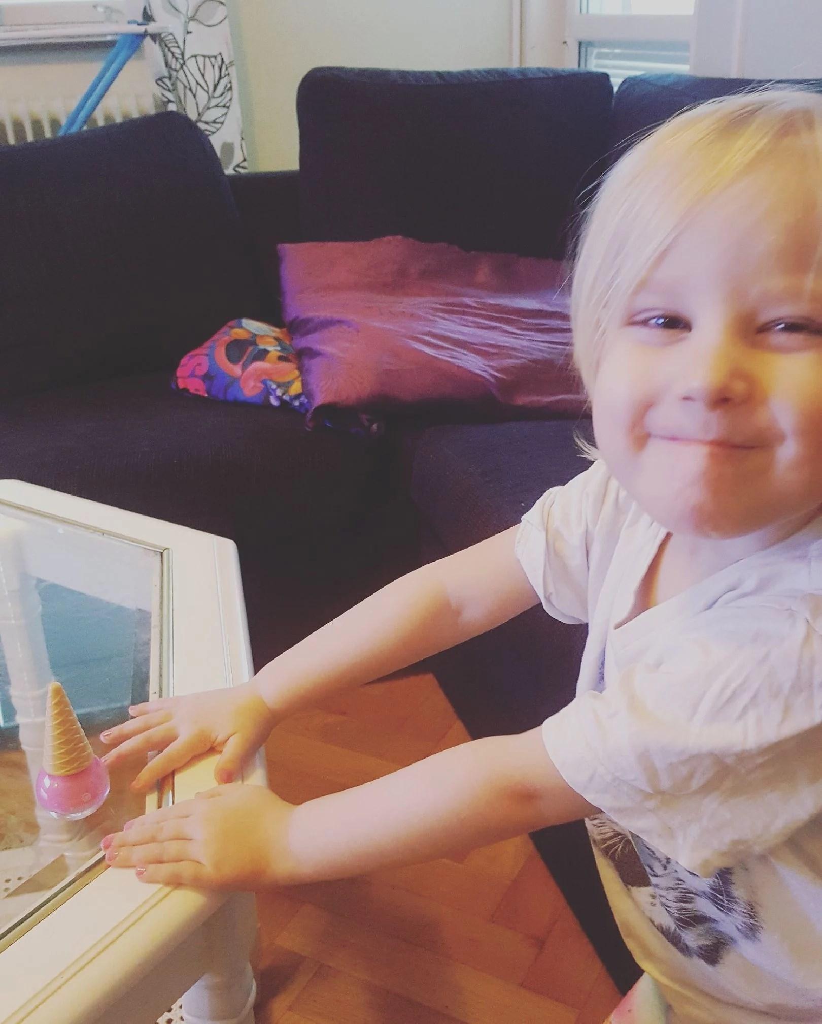Målat naglarna