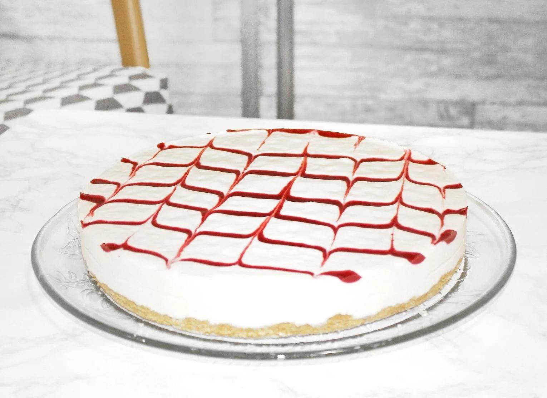 Cheesecake with raspberry sauce (no bake)