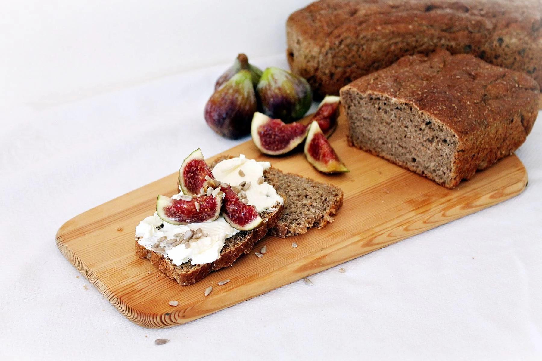 Hembakat bröd med endast 5-ingredienser