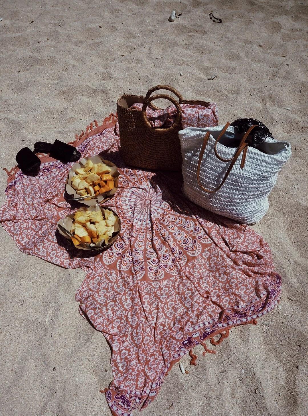 BEACH LUNCH +