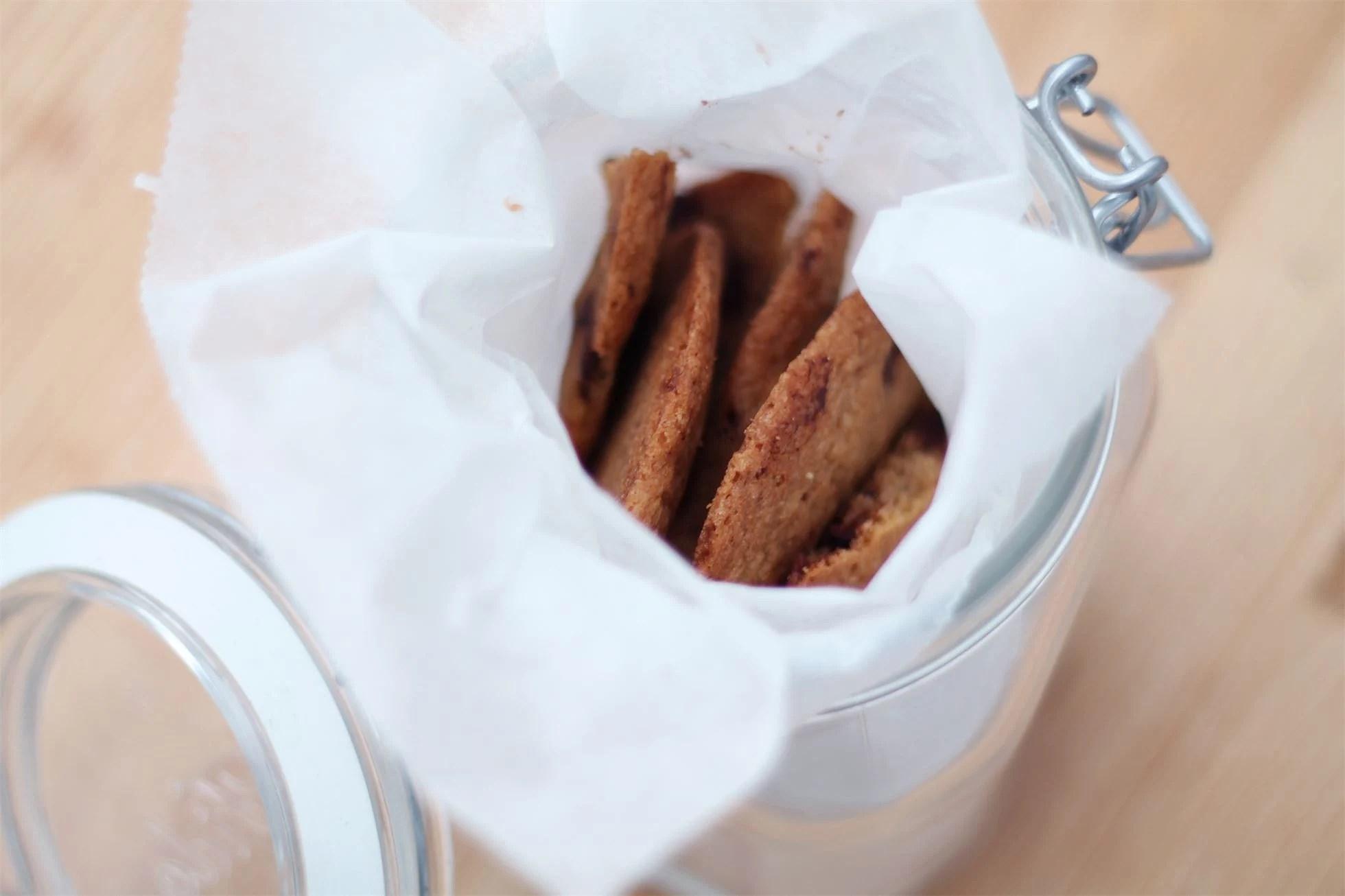 RECIPE/CHOCOLATE CHIP COOKIES