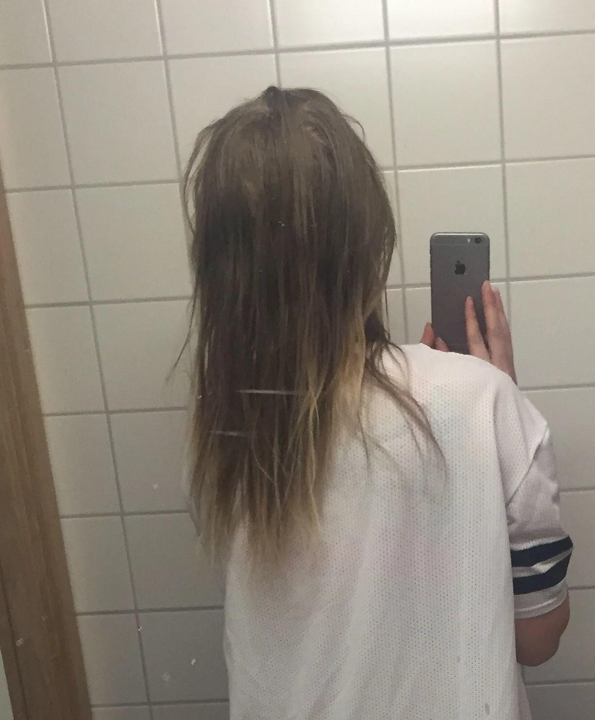 Blekt hår.
