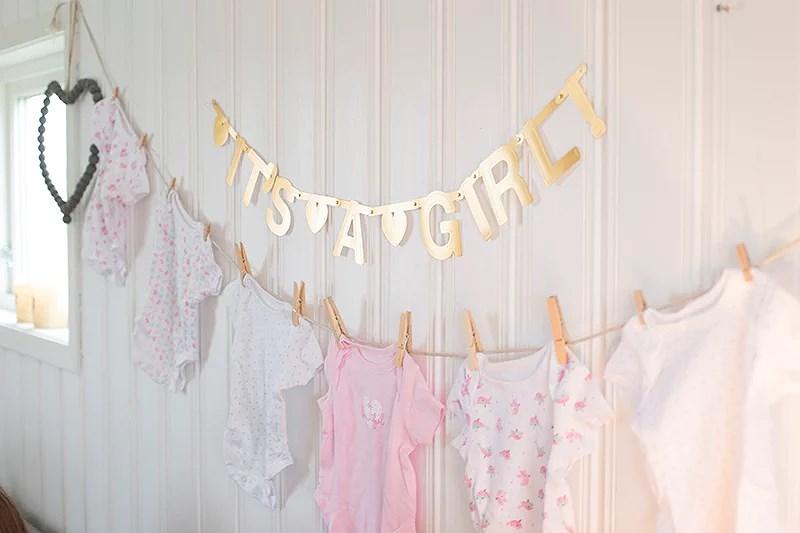 babyshower jente norge rosa bleiekake gjennomført dekke bord kakebord gavekurv gaver tips banner gravid baby jente