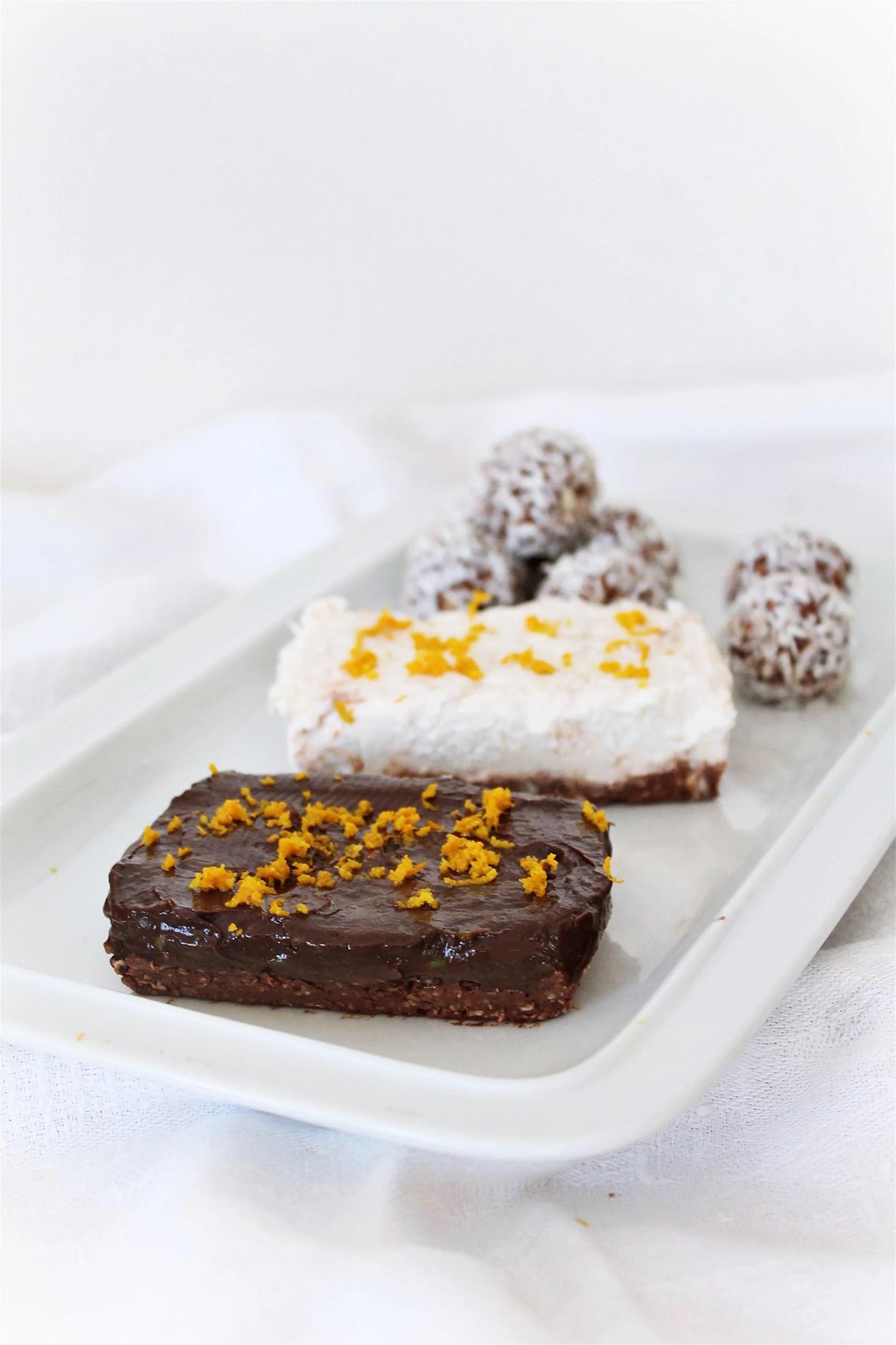 Två olika tarts med chokladbollsbotten