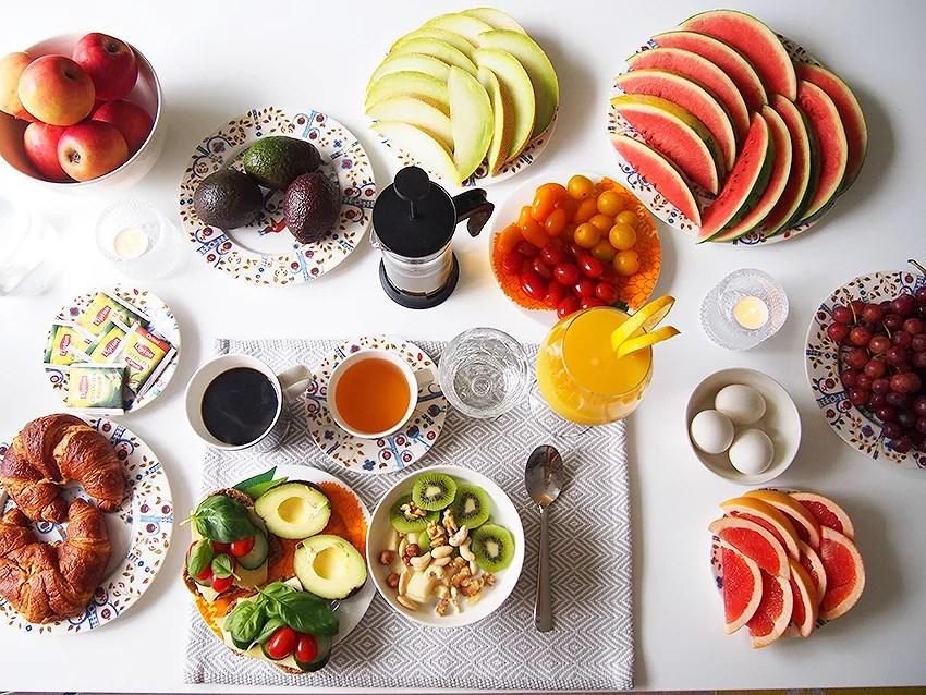Viikonlopun aamupalapöytä