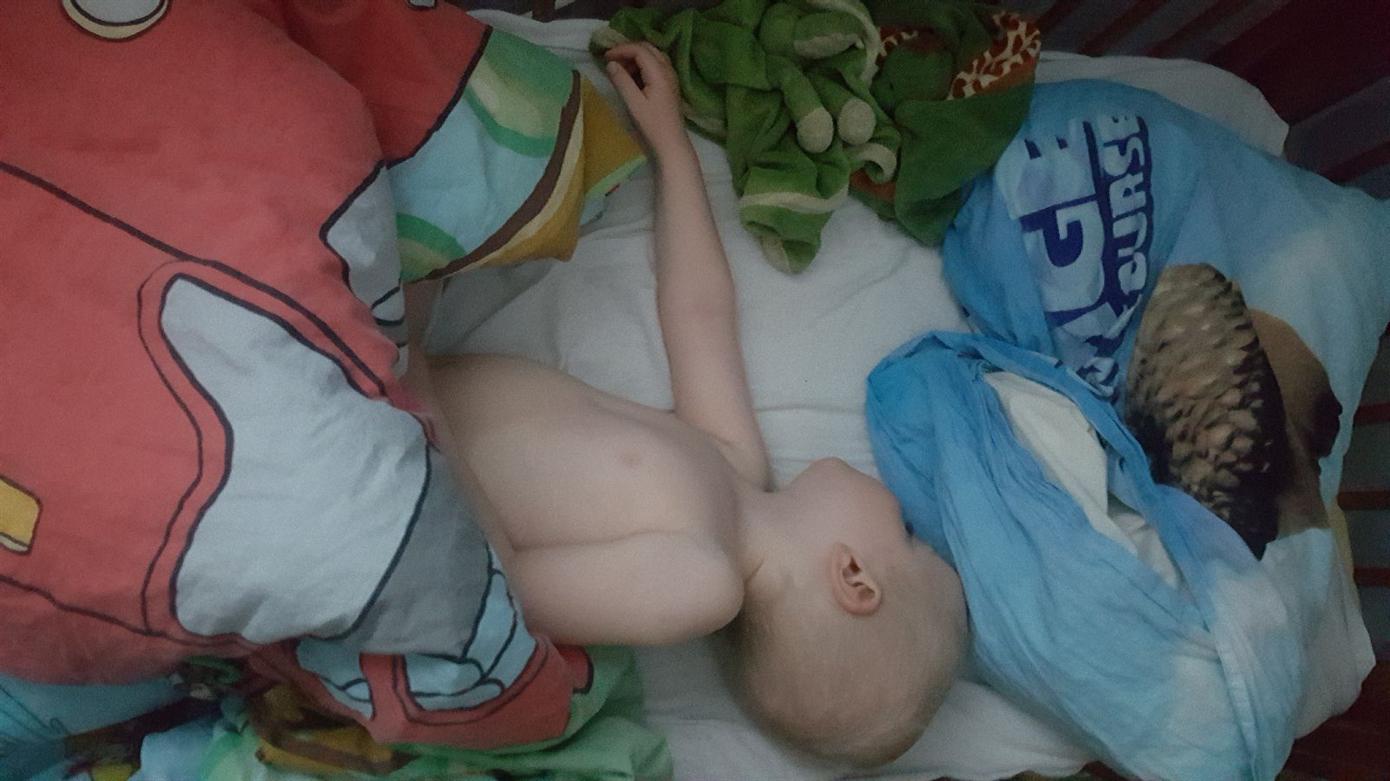 Fota ditt barn med pjamas utmaning