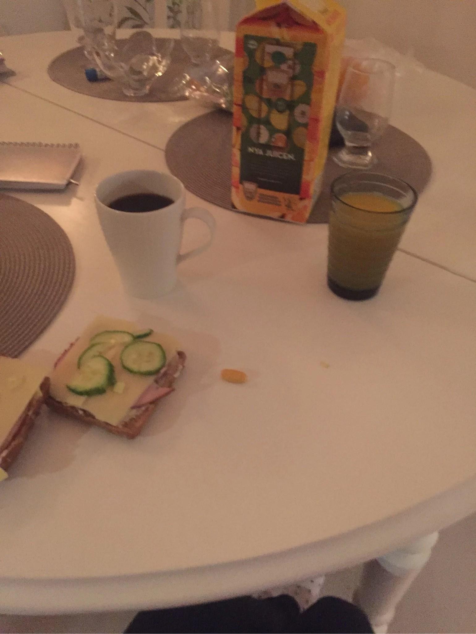Frukost och tidig måndag