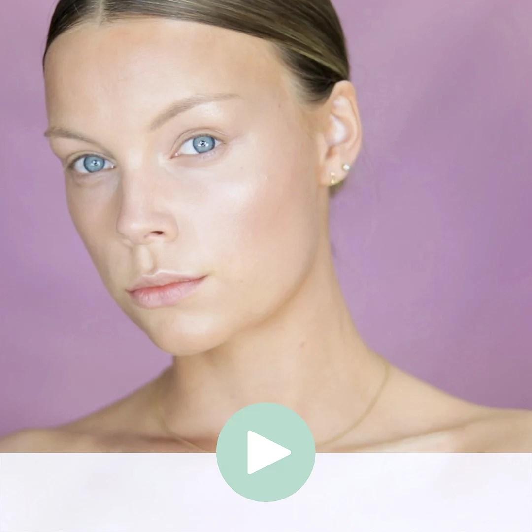 Achieve a Natural Tan using Makeup